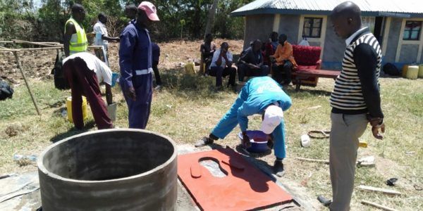 Training masons on slab casting for choo safi at Uyoma (step 2)